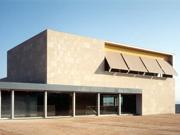 Casa Consistorial i urbanització a  Santa Coloma de Cervelló
