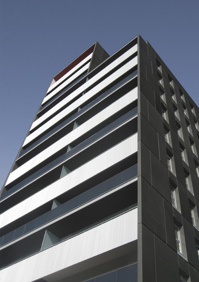 Edificio de 78 viviendas de protecci n oficial oficinas for Oficinas la caixa mataro