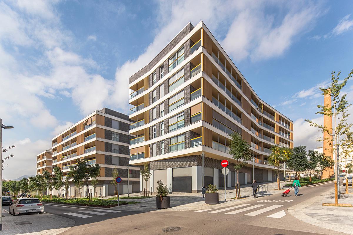 Conjunto de 103 viviendas, 7 locales comerciales, 110 plazas de aparcamiento y zona ajardinada comunitaria en Mataró